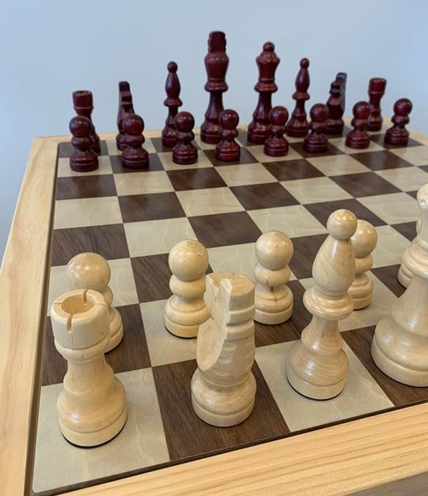 Bord med sjakk, ludo, dam