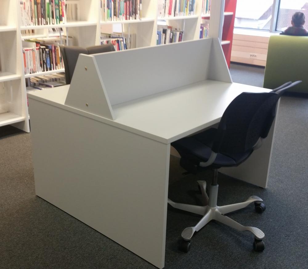 Studiebord, dobbelt, lys grå