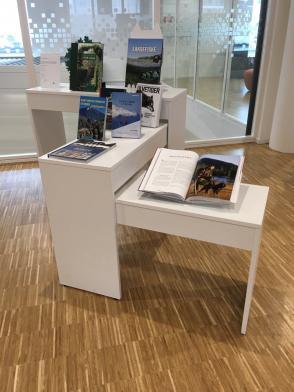 Utstillingsbord Ella, 3 høyder, hvite, 3 stk.
